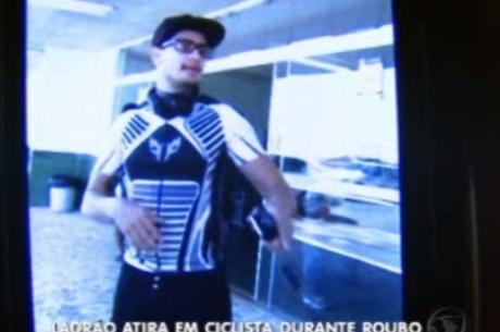 Ciclista que escapou do assalto Reprodução / TV Record Brasília