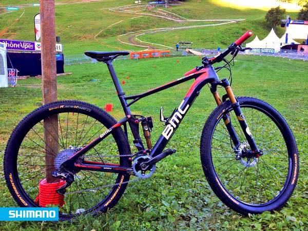 Antes da prova, a BMC chegou a anunciar essa como a bike de Absalon, mas ele acabou correndo de HT