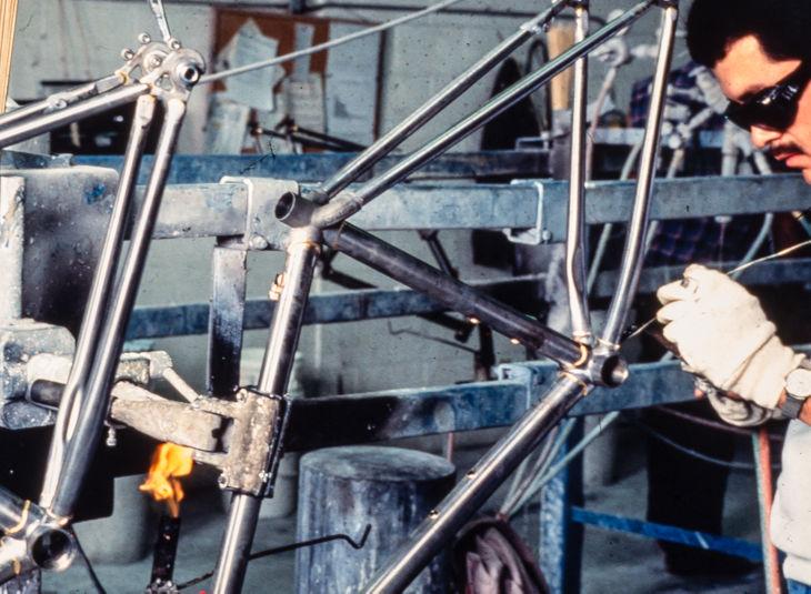 900 foram construídos à mão e pintados à mão pela Trek no primeiro ano.