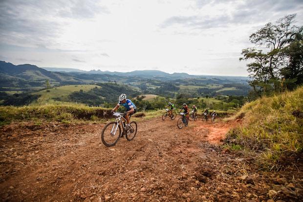 Uma das serras do percurso da categoria Pró (Wladimir Togumi/ Brasil Ride Botucatu)