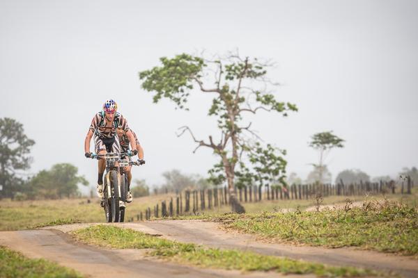 Tiago e Hans abriram vantagem até a vitória (Fabio Piva / Brasil Ride)