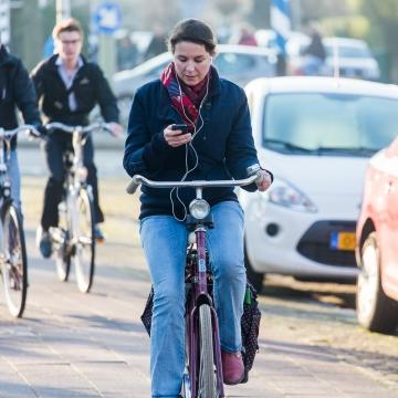 Uso de Celular Durante Pedal Será Proibido na Holanda